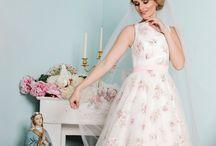 Brautkleid Trends 2018 / Traumhafte Brautkleider in Ivory Rosé und Gold 2018  in A-Linie .Maßgefertigt und designed von Tian van Tastique am Ammersee. #bridal  #bridaldress
