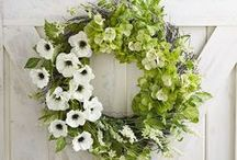 FAVORITE WREATHS / A collection of our favorite wreaths for all seasons! Grab tips and tricks to create your dream home with our carefully curated boards! Curated by Rebekah Dempsey of A Blissful Nest. https://ablissfulnest.com