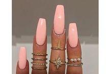 GlitterDaze / Hand-blended nail polishes for glitter lovers