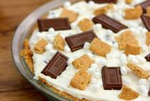 I {heart} S'mores! / Favorite s'mores treats from around the web ~ found by Tracey of the blog, The Kitchen is My Playground {www.thekitchenismyplayground.com}