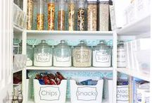 Organizing Ideas and Inspiration / how to organize, how to get organized, organizing tips, konmari method, the art of tidying up, organized pantry, organized cabinets, organized closets, planners, organizing printables