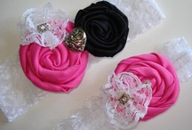 Pink, Black and White Wedding Theme / Love black and white with a splash of hot pink! Checkout wedding inspiration.