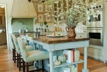 Kitchens / by Kathryn Peltier