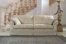 Classic line - Divani classici / I divani classici sono proposti in diverse forme e composizioni: divani a tre posti, due posti e con penisola, poltrona di piccole e grande dimensioni. A richiesta sono disponibili versioni personalizzate e su misura.