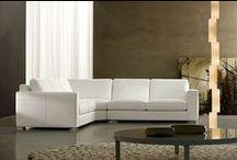 Vendita divani angolari Tino Mariani / I divani angolari Tino Mariani sono di linea moderna o moderna. I divani angolari possono essere rivestiti in tessuto o pelle e sono disponibili in versione divano-letto angolare e su misura.