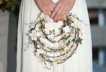 Bodas: accesorios para novias y decoración de boda / ¡Vivan las bodas DIY! Detalles únicos para novias: vestidos de boda, tocados y coronas, ramos de flores, anillos de boda, etc. Todo para el novio: pajaritas y corbatas, pañuelos, gemelos, regalos, entre otros. Ideas para la decoración de tu boda: invitaciones de boda personalizadas, luces y guirnaldas, muñecos de boda, decoración de mesa, detalles de boda, etc.