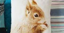 Animales y mascotas: accesorios ilustrados con animales y artículos para mascotas / ¿Eres un amante de los animales? Encuentra productos y regalos originales con ilustraciones de animales. Además, ¡también incluimos productos pensados por y para nuestras queridas mascotas!