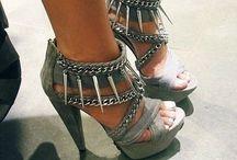 Shoes ♥ / by Laura Velásquez