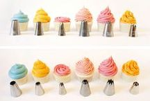 How to decorate cupcakes / A variety of ways you can decorate cupcakes using a piping bag or icing bag with tips.