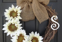 Dazzling Doors and Wreaths / Dazzle your guests with these amazing door and wreath ideas / by Emelia Hedstrom Pampered Chef