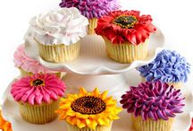 Cakes and Cupcakes / Delicious, delightful and divinely decorated cakes and cupcakes / by Emelia Hedstrom Pampered Chef