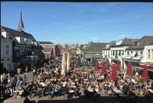 Zevenaar in beeld / Gemeente Zevenaar heeft een prachtig landschap, verscholen tussen de heuvels van de Veluwe en Montferland en de rivieren Rijn, IJssel en Oude IJssel. De stad grenst aan natuurreservaat de Oude Rijnstrangen en natuurontwikkelingsgebied De Gelderse Poort met moerassen, ooibossen en oude rivierarmen. Heerlijk voor een fietstocht of stevige wandeling. Shoppen, uit eten gaan of een terrasje pakken? Geniet van het veelzijdige aanbod of het nu gaat om wonen, werken, recreatie of cultuur.
