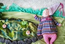 """news skriba * adele enersen / Adele Enersen durante il periodo di congedo di maternità, ha realizzato un progetto chiamato """"Daydreams di Mila"""", consisteva nel fotografare sua figlia mentre dormiva, cercando di immaginare i sogni che potesse fare.  Dopo la nascita di sua figlia Mila, il progetto ha subito un secondo step, grazie alla nascita del suo secondogenito Vincent, con la serie di fotografie """"Vincent's Dreams"""".  Riteniamo suo un progetto molto carino da poter condividere con voi! Che ne pensate?"""