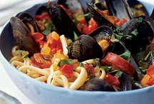Mussel recipes / Mussels are a delicious and inexpensive seafood, and the quick cooking time makes them perfect for fast dinners! Here are a few recipes to inspire home chefs to introduce mussels into their kitchen and dinner table.