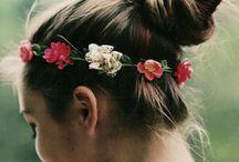 beautiful ❥ hair / Me quedó claro que me apasionan los reflejos dorados, las trenzas, los moños, la pollina y las flores en el cabello / by Lourdes Alvarez