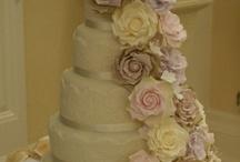 i lovve wedding cakes / by Dena H.E.