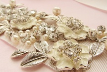 Wedding accessory guide / All you need for your big day!
