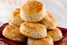 Breads ~~ Biscuits / by Melissa Andrade