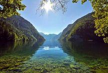 Königssee - Juwel der Berge  / Der Königssee liegt wie ein Fjord an zwischen den Gebirgsstöcken des Watzmann und des Hagengebirges