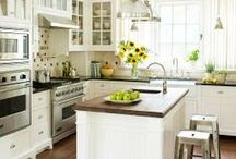 Kitchens / Beautiful kitchens | Flatervrye kombuise  / by rooi rose Tydskrif
