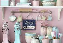 Rosa-Rote Küchenträume / Kochen und Backen mit Glamour - Küchenträume für Tussis und Romantiker; Haushaltsgeräte und Küchenutensilien über die sich Frau freut - Geschenkideen und Inspiration