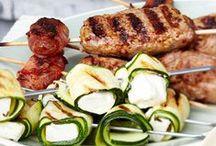 BBQ & Grillen / Die Grillsaison ist eröffnet! Anregungen und Ideen für kulinarische Freunde des Feuers - Leckere Rezepte für Grillen mit Freunden - Geschenke für Grillmeister - Grillen wie die Profis - Nützliche Helfer fürs perfekte BBQ
