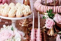 Sweet table / Inspiration for a decorated tables full of treats for birth parties and children's parties. Sweet tables are a feast for the eyes.