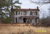 I <3 old houses...oh the history! / by Brooke