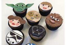 """Mon anniversaire """"Star Wars"""" / Votre enfant est fan de Dark Vador et d'Obi-Wan Kenobi et ne jure que par son sabre laser ? Plongez-le dans l'univers de la Guerre des Etoiles pour un anniversaire digne des plus grands Jedi : recettes, déco, activités, déguisements..."""