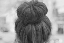 Chignon / Porté bien tiré ou plutôt relâché, le chignon reste LA coiffure que l'on peut aborder en toute circonstance !