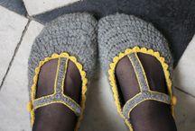 shoes and toes.. tottelotter med vatt rundt...