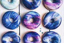 Obsession donuts ! / Tout tout tout ce qui touche de près ou de loin aux donuts ! Des donuts licorne, des donuts au chocolat, des donuts fourrés... Les donuts nous font tourner la tête !