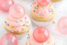 Des cupcakes comme s'il en pleuvait ! / Vous cherchez des idées pour faire des jolis #cucpakes ? trouvez tout ce qu'il vous faut ! Du pastel, du chocolat, des fruits... De jolis créations pour inspirer vos papilles !