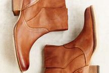 Shoes<333 / by Nicole Willard