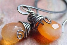 Crafts -- Jewelry and Wire  / by Marliss Bombardier