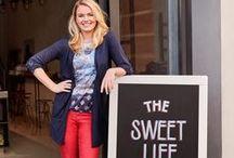 The Sweet Life ♡ Valentijn / In de maand waar alles om liefde draait, kiest Miss Etam voor het gezellig samen zijn met vriendinnen.  Samen eropuit gaan naar bijvoorbeeld een een lekkere high-tea of een chocolade workshop. Iedereen geniet van zoete lekkernijen en er wordt samen gebakken en natuurlijk geproefd!