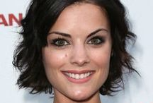 Jaimie Alexander / Jaimie Alexander style, fashion, hair, and other photos. Jaimie Alexander is best known for her roles in Thor: The Dark World, Agents of S.H.I.E.L.D., and Blindspot.