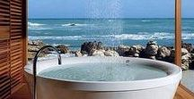 Bathtubs Around the World / Photos of the most breathtaking bathtubs around the world.