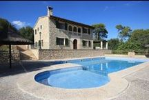 Villas Petra Mallorca / Komplex luxusných prázdninových víl, ktoré sú situované v prekrásnom prostredí malorskej krajiny. Pozícia je veľmi dobrá na objavovanie krás ostrova Malorka. Vily sa nachádzajú v prostredí určenom na relax a sú zárukou príjemne stráveného času, či už pricestujete ako rodiny s deťmi, alebo ako partia ľudí tužiaca po zážitkoch a športových udalostiach. http://www.holamallorca.net/ubytovanie-mallorca/villas-petra-mallorca