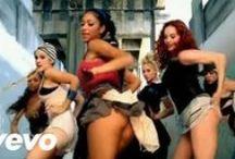Tánc - twerk / Shake Baby                      Shake....                                      Shake.....                                                      Shake your ass!!!!