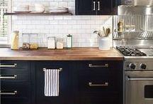 P R O J E C T ::: K E U K E N / Onze keuken is 24 jaar oud, tijd om rond te gaan kijken naar een nieuwe keuken! Hier pin ik alles wat me inspireert, van keukenkastjes tot leuke opbergideeën.  ~~~ keukenblad, aanrecht, oven, fornuis, kookplaat, opbergen, keukenlade, koksmessen, fruitschaal, groenten opbergen, achterwand keuken, tegeltjes ~~~