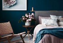 P R O J E C T ::: B E D R O O M / Wij willen graag een slaapkamer die aanvoelt als een hotelkamer, op dit bord staat al mijn inspiratie hiervoor!  ~~~ bed, inloopkast, nachtkastjes, vloerbedekking, vloerkleed, beddengoed, nachtlampje, verlichting, luxe, kleuren ~~~