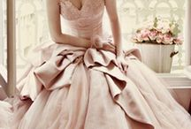 Fashion works of art / A collection of beautiful dresses and clothes from all eras