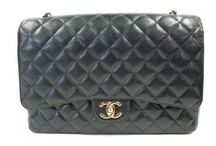 Carry All / Every lady needs to have a handbag that is versatile and in style.