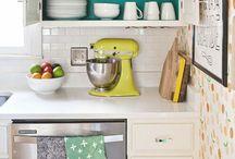 KITCHEN / Kitchen ideas, Kitchen remodel, Best kitchen ideas, How to paint the kitchen cabinets, Kitchen storage, white kitchen, kitchen backsplash, kitchen pantry, kitchen floors, kitchen lighting, kitchen hacks