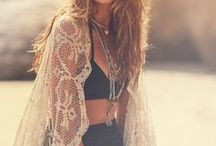 Bohemian Chic / Best bohemian looks, unique boho clothing. Focus on hippie chic lifestyle.
