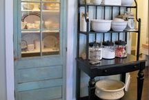 Small space living / Got tight quarters? Here are some awesome pins to make the most of your space.
