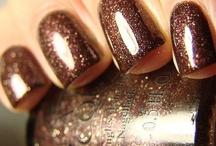 Pretty nails / by Elizabeth Lapenta
