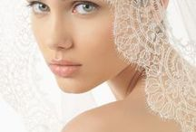 Rosa Clará Accessories / A variety accessories to complete your look. Wedding veils, hair hornaments and shoes.
