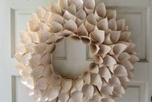 Crafts { Wreaths } / by Charmios